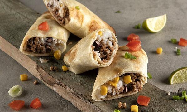 Άκης Πετρετζίκης: Συνταγή για το νοστιμότερο burrito που έχετε δοκιμάσει
