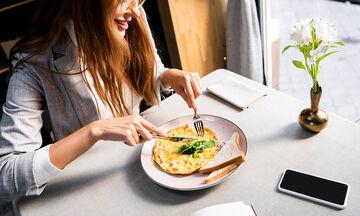 Εννέα συνταγές για ομελέτα - Ιδανικές για απώλεια βάρους (vid)