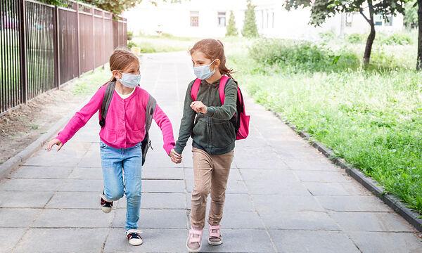 Πρώτη φορά σχολείο; Πώς θα κάνει νέους φίλους αφού κρατάμε αποστάσεις;