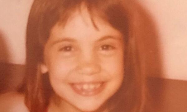 Αναγνωρίζετε το κοριτσάκι της φωτογραφίας; Είναι γνωστή Ελληνίδα ηθοποιός