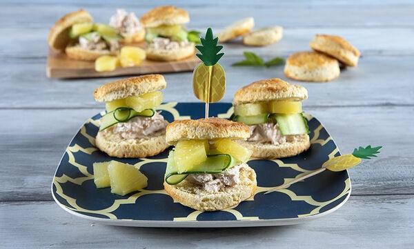 Scones με κοτόπουλο: Η τέλεια ιδέα για υγιεινό σνακ από τον Άκη Πετρετζίκη