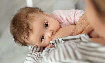 5+1 tips για να αντιμετωπίσετε τη γκρίνια του μωρού όταν θηλάζετε