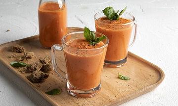 Σούπα gazpacho από τον Άκη Πετρετζίκη