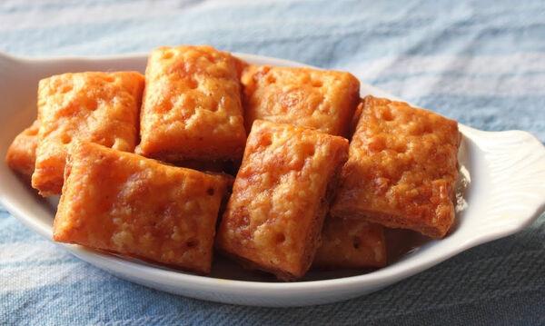 Σπιτικά κρακεράκια με τυρί - Ιδανικά και για το σχολείο