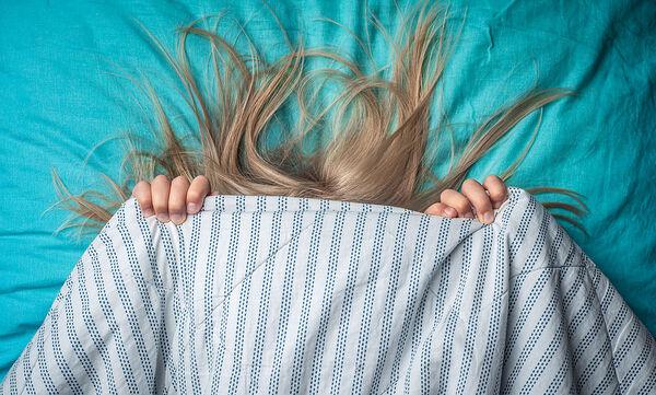 Το παιδί σας αργεί να κοιμηθεί και δεν ξυπνά για το σχολείο; Τι να κάνετε