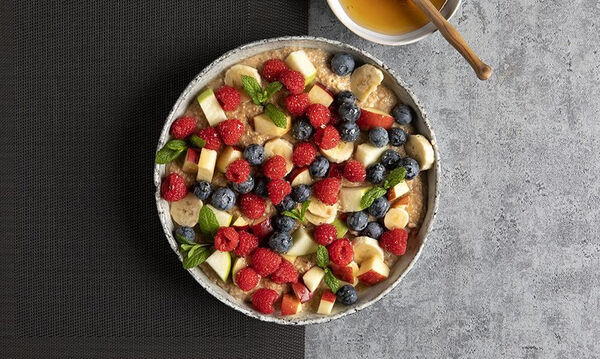 Ιδέες για πρωινό: Porridge με φρούτα σε δέκα μόνο λεπτά