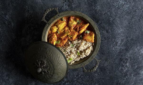 Ψάρι με κάρι: Μία συνταγή από τον Άκη Πετρετζίκη