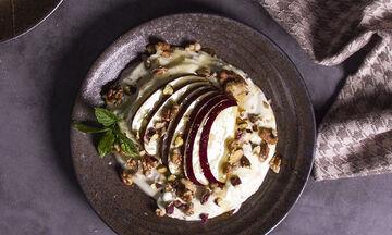 Γιαούρτι με μήλα, μπαχαρικά & μέλι - Ένας απίθανος γευστικός συνδυασμός