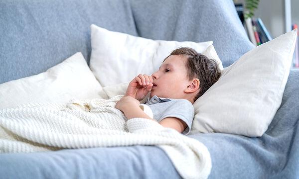 Πώς θα καταλάβετε αν ο βήχας του παιδιού είναι εξαιτίας του κορονοϊού