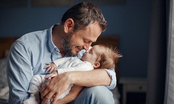 Πότε λιώνουν οι γυναίκες μπροστά στον μπαμπά του παιδιού τους