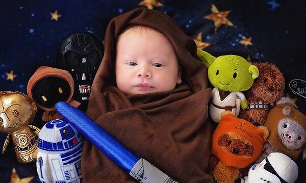 Είστε λάτρεις του Star Wars; Τις φώτο αυτού του μωρού αξίζει να τις δείτε