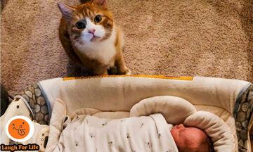 Ξεκαρδιστικό βίντεο: Όταν η γάτα κάνει babysitting στο μωρό