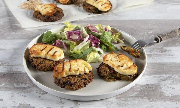 Άκης Πετρετζίκης: Συνταγή για τα πιο νόστιμα μπιφτέκια λαχανικών