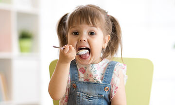 Ποια τα οφέλη του γιαουρτιού στη διατροφή των παιδιών; (vid)
