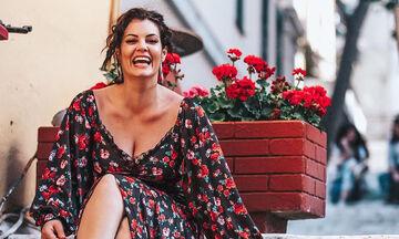 Μαρία Κορινθίου: Η Ισμήνη ποζάρει στο φακό της μαμάς της και είναι κούκλα