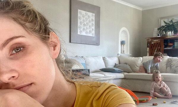 Μαμά δεν αντέχει άλλο τις δουλειές του σπιτιού - Η φώτο της έγινε viral