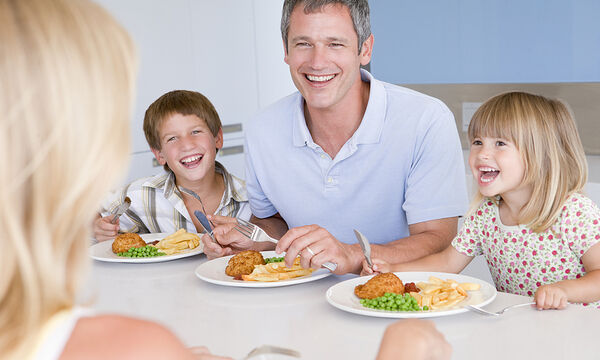 Γιατί είναι σημαντικό να τρώει όλη η οικογένεια μαζί;