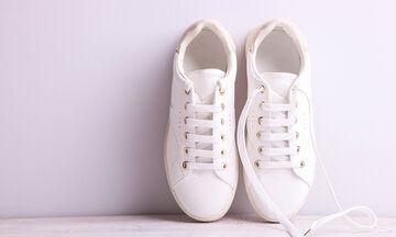 2 εύκολες & αποτελεσματικές μέθοδοι για να καθαρίσετε τα λευκά σας sneakers