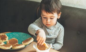Φτιάξτε υγιεινά pancakes με αλεύρι καρύδας για τα παιδιά σας