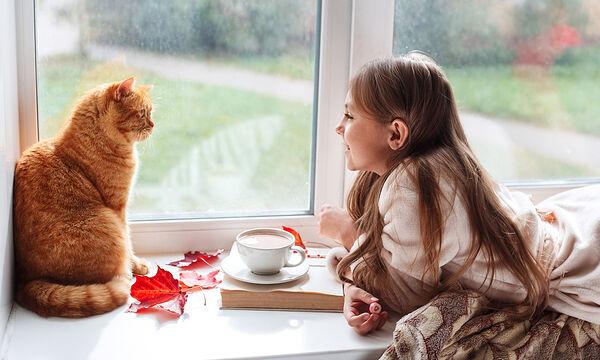Τρεις λόγοι για τους οποίους πρέπει να αφήσετε τα παιδιά σας να έχουν γάτα
