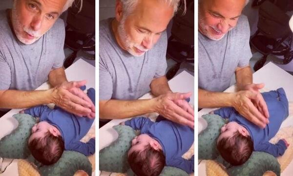 Ο Χάρης Χριστόπουλος κάνει μασάζ στον γιο του - Το βίντεο έγινε ανάρπαστο
