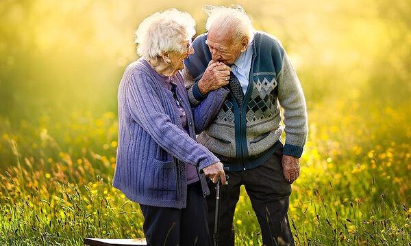 Είναι μαζί 72 χρόνια και μοιράζονται το μυστικό για έναν ευτυχισμένο γάμο