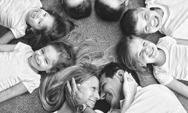 Μαμά με δίδυμα και τρίδυμα φωτογραφίζει τη μοναδικότητα της οικογένειάς της