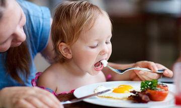 Έξι νόστιμες συνταγές με αυγά για παιδιά (vid)