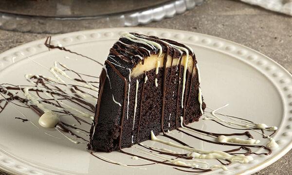 Κέικ με γέμιση cheesecake - Μία ιδιαίτερη συνταγή από τον Άκη Πετρετζίκη