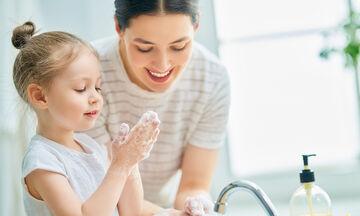 Πώς θα μάθετε στα παιδιά να πλένουν σωστά τα χέρια τους (vid)