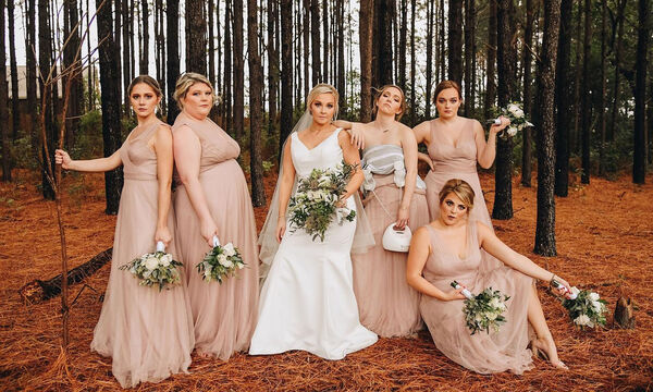 Παράνυμφος φωτογραφήθηκε με τα θήλαστρα στο πλευρό της νύφης (pics)