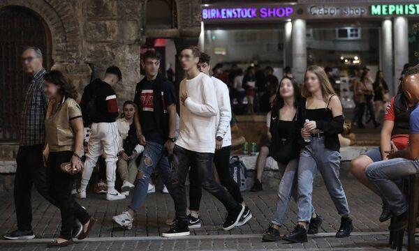 Χτυπά και τους νέους ο κορονοϊός: Από 18-39 ετών το 45% των νέων κρουσμάτων