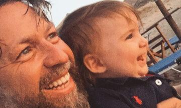 Γιάννης Βαρδής: Ο γιος του περπάτησε - Δείτε το βίντεο που δημοσίευσε