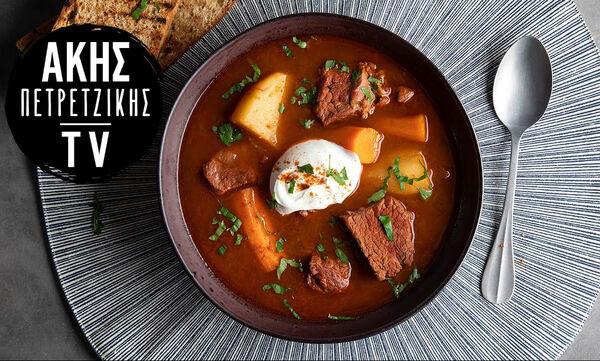 Θρεπτική σούπα γκούλας με μοσχάρι και λαχανικά από τον Άκη Πετρετζίκη