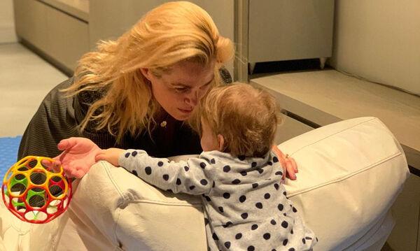 Τζένη Μπότση: Δημοσίευσε βίντεο που τη δείχνει να παίζει με την κόρη της