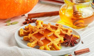 Συνταγή για νόστιμες βάφλες γλυκιάς κολοκύθας (vid)