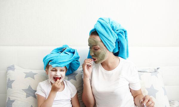 Πώς θα φτιάξετε μια σπιτική μάσκα προσώπου για τα παιδιά (vid)