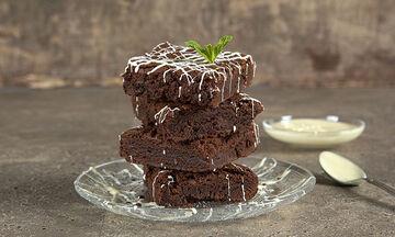 Πεντανόστιμα σοκολατένια brownies για μικρούς και μεγάλους από τον Άκη