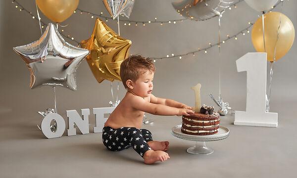 Πώς θα φτιάξετε λαχταριστό smash cake για τα 1α γενέθλια του παιδιού σας