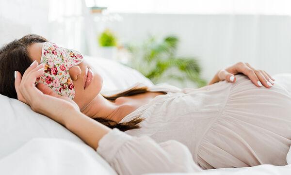 Εγκυμοσύνη και ύπνος: Πόσες ώρες μπορείτε να κοιμάστε ανάσκελα;