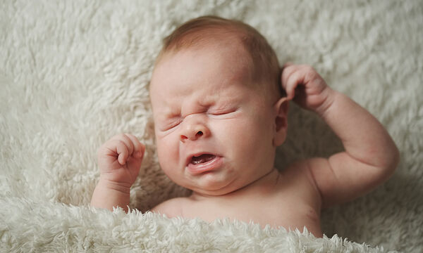 Γιατί τα νεογέννητα φτερνίζονται τόσο συχνά;