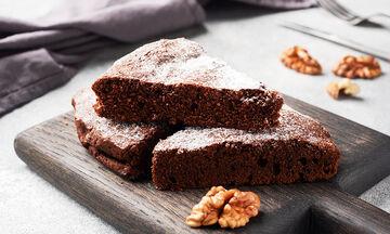 Συνταγή για υγιεινό κέικ σοκολάτας χωρίς αβγά, γάλα και βούτυρο
