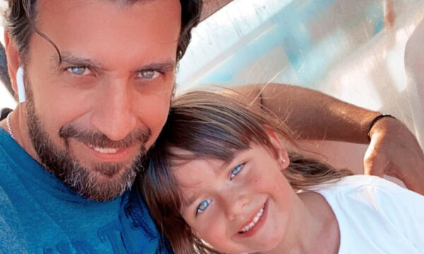 Θάνος Πετρέλης: Δείτε τι κάνει στο σπίτι με την μικρή του κόρη