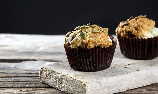 Νόστιμα και υγιεινά ελληνικά muffins με ελιές και φέτα