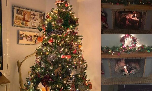 Κι όμως! Ελληνίδα δημοσιογράφος στόλισε το χριστουγεννιάτικο δέντρο