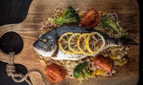 Υγιεινή και νόστιμη συνταγή για τσιπούρα στον φούρνο με πλιγούρι