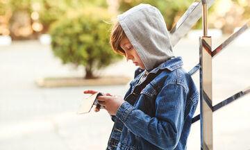 Τα λάθη που πρέπει να αποφύγουν οι γονείς με παιδιά στην εφηβεία