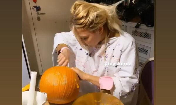 Φαίη Σκορδά: Σκάλισε κολοκύθες με τους γιους της & γιόρτασε το Halloween