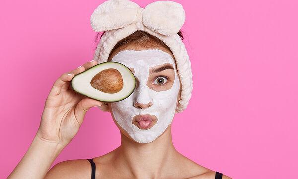 Σπιτική μάσκα με αβοκάντο και λεμόνι για λαμπερή και υγιή επιδερμίδα (vid)