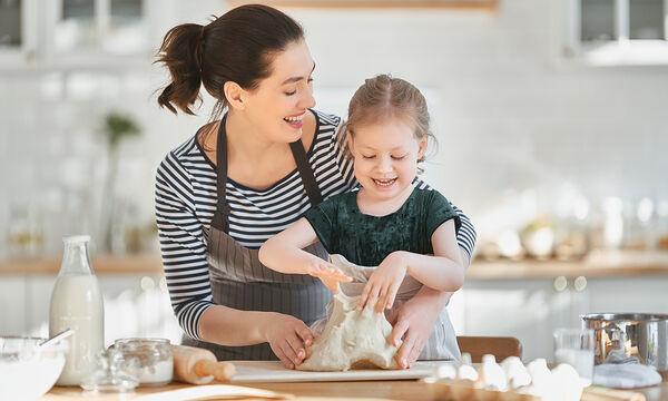Μαγειρεύουμε παίζοντας: Φτιάξτε με τα παιδιά νόστιμα μπισκότα βουτύρου